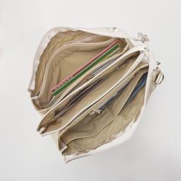 ヤマト屋 多収納お財布ショルダー オーバーファスナーなのでしっかり開いて取り出しやすい。