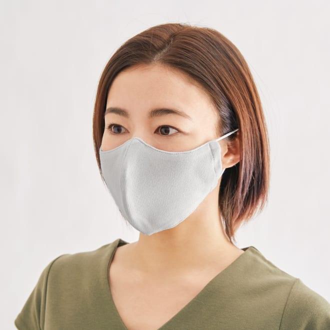 国産 息がラクな立体 UV冷感マスク 4枚組 (ア)ライトグレー4枚 コーディネート例 小顔見えするカッティングを採用。色はホワイトとライトグレーの2色をご用意。