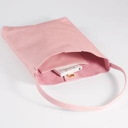 AQUALEATHER(R)/アクアレザー ミニハンドバッグ (イ)パールピンク 内側にはスマートフォンが入るポケットがついているので、バッグの中の整理整頓もらくらくです。