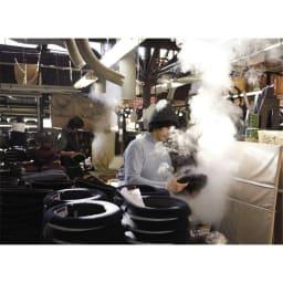 中折れラフィア帽 昭和27年に建てられた工場には、当時から使用している帽子製造の機械や木型が多数あり。レトロモダンな雰囲気。