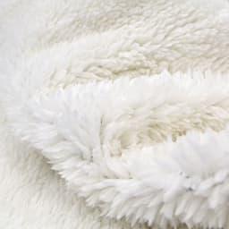 風を通しにくい極暖マフラー フードの部分は裏がボアになっているので、暖かさをキープ。