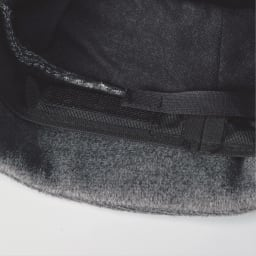 ベル・モード 起毛綿入りクローシュ 帽子の内側の面ファスナーでサイズ調整が可能。