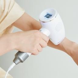 光美容器 クールフラッシュボーテ(ムダ毛ケア美容器) 照射回数は約40万ショット。家族で一緒に使っても長く使える照射回数。ボディの気になるところから顔までこれ一台で。