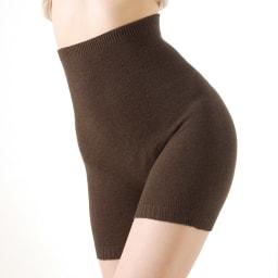 お腹周りもしっかりサポート 毛糸のパンツ (イ)ブラウン お腹周りも肋骨の下までしっかりと包んでくれるので、腹巻きいらずです。