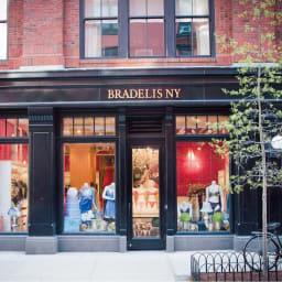 ブラデリス ブラックレーベル ブラキャミソール 1994年に生まれたBRADELIS New York。アメリカのランジェリー文化をヒントに、日本女性のボディや好みに合わせてデザインした補整下着ブランド。