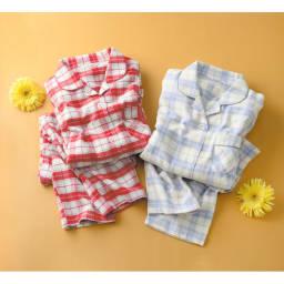 軽くてあったか中空糸パジャマ(綿100%・日本製) 左から(イ)レッド系 (ア)グレー系