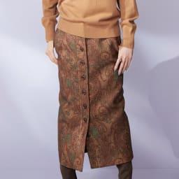 ラッティ社 ペイズリー柄 ロングタイトスカート 着用例