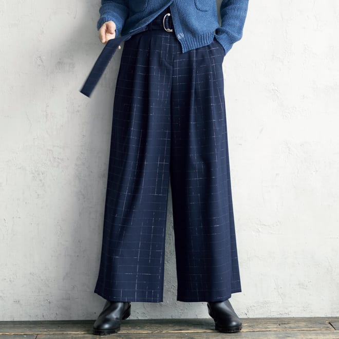 イタリア素材 リボンベルト付き ラメ格子柄 パンツ (イ)ネイビー系 着用例