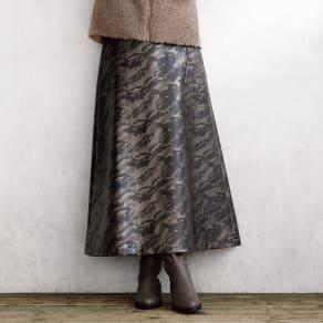 イタリア素材 迷彩柄 フェイクレザースカート 写真