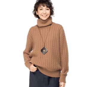イタリア糸 カシミヤケーブル編み タートルネックプルオーバー 写真