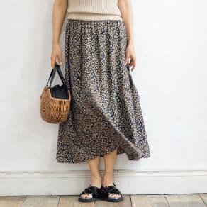 シルク バックサテン フラワープリント スカート 写真