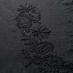 ラクナウ刺しゅう コットンワンピース(インド製) 刺しゅう部アップ