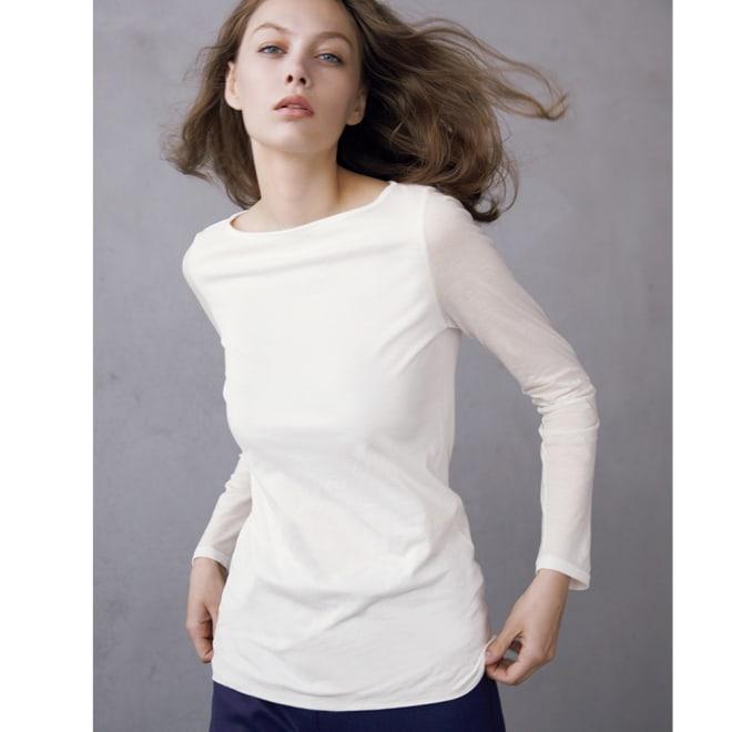スマイルコットン 二重仕立て ボートネック長袖Tシャツ (ア)オフホワイト コーディネート例