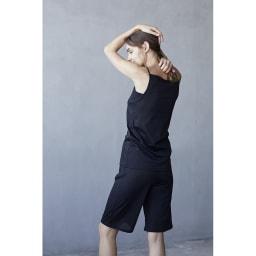 衣類を労る 汗取りシリーズ(防水布なし) タップパンツ (ア)ブラック 着用例