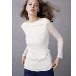 スマイルコットン 身頃二重仕立てシリーズ ボートネック長袖Tシャツ (ア)オフホワイト コーディネート例