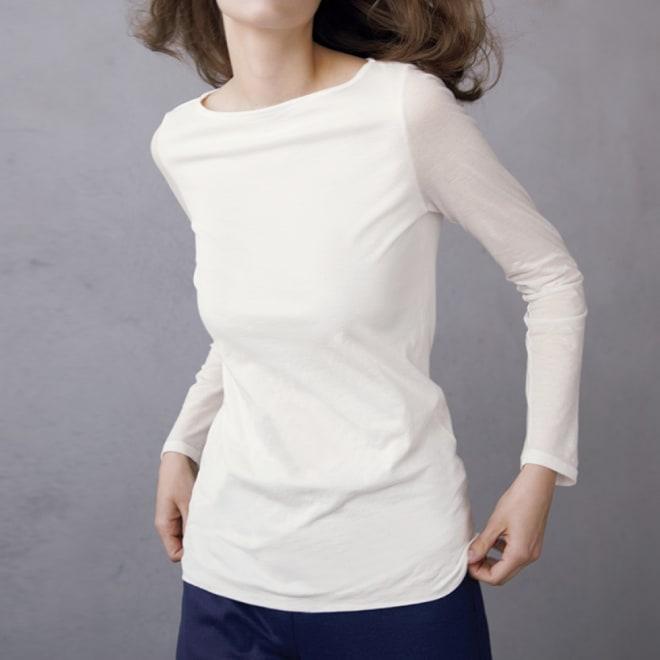 スマイルコットン 身頃二重仕立てシリーズ ボートネック 長袖 Tシャツ (ア)オフホワイト コーディネート例