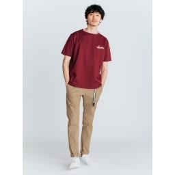 「GRAMICCI(R)」 ランニングマンロゴTシャツ (ウ)バーガンディー コーディネート例