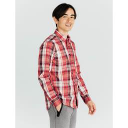 SCENE(R) 7DAYS ジャパンメイドシャツシリーズ ブロードマドラスチェック コーディネート例 インにしても決まる着丈 アウトはもちろん、インにしてもかっこよく決まる着丈に。