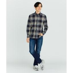 SCENE(R) 7DAYS ジャパンメイドシャツシリーズ リネン混マドラスチェック コーディネート例 インにしても決まる着丈 アウトはもちろん、インにしてもかっこよく決まる着丈に。