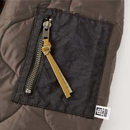 キルティング スタンドカラー ブルゾン 袖ポケットはエアバッグ素材で配色に。ファスナーにはアクセントコードをつけました。