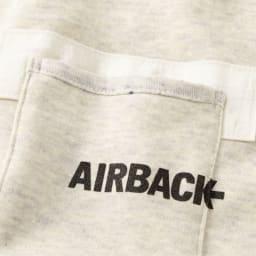 オーガニックコットン ミニ裏毛 プルオーバー エアバッグ素材で補強した胸ポケット。AIRBACKのロゴがクールなカジュアル感をプラス。