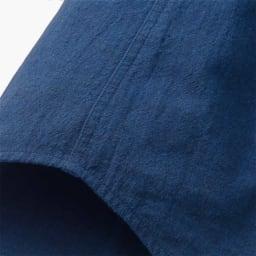 ジャパンファブリック リネンブレンド7分袖シャツシリーズ カーキシャンブレー 脇は見た目にも美しい2本針の脇縫いを採用。着たときも肌あたりが少なく、耐久性もアップ。