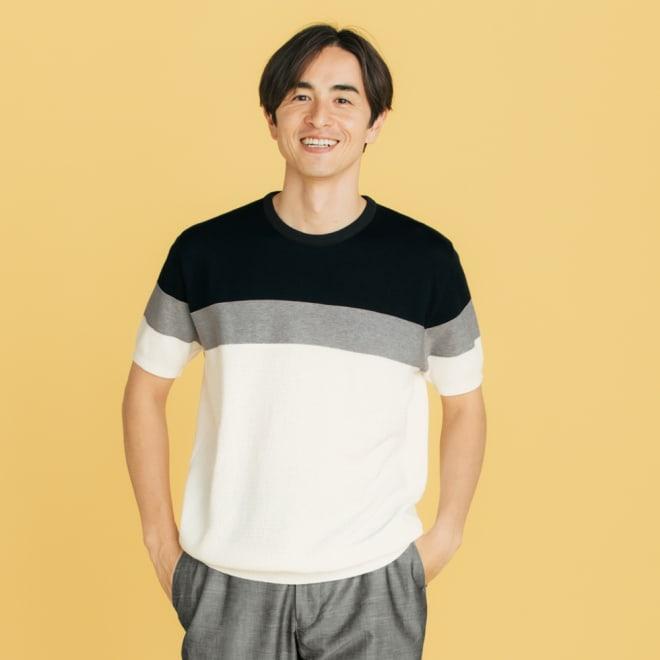 パネルボーダー切替 ニットTシャツ ニットならではの配色と編み柄の変化をお楽しみください。