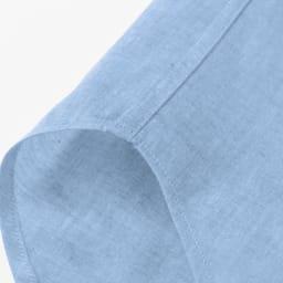 SCENE(R)/シーン 7DAYSジャパンメイドシャツシリーズ シャンブレーサックス サイドは耐久性を上げる折伏せ縫いという始末、肌に縫い目があたらないという利点も。