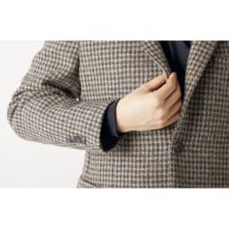 袖リブ腕まくりTシャツ Point! ジャケットのインナーに ジャケットのインナーとして着たときにも、袖口がもたつかず、袖先のリブがアクセントに。