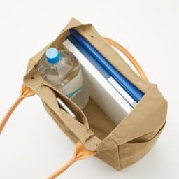 「KONBU(R)-N」 軽量トートバッグシリーズ 中 サイドポケットに加え、内ポケットもついて、マチも広く、A4もラクに収まる中サイズ。2リットルのペットボトルもすっぽり。