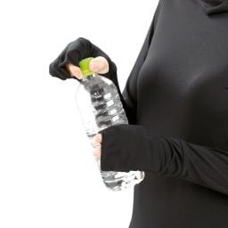 UVロングTシャツ サラリ 手の甲までカバーできる設計。