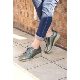 高井さんの靴 牛革5E軽量 パンチングシューズ (イ)シルバー コーディネート例