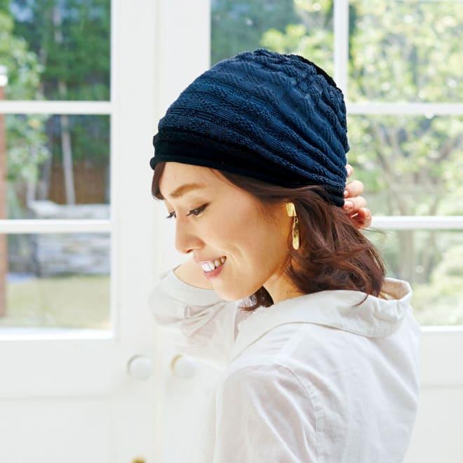 洗えるシルク混 グラデーション帽子(市松編み) (ア)ネイビー系