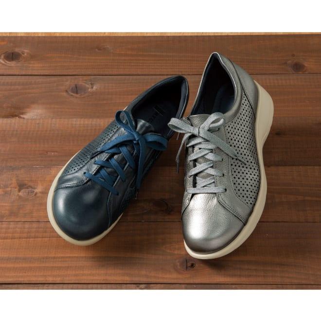 高井さんの靴 牛革5E軽量 パンチングシューズ 左から (ア)ブルー (イ)シルバー