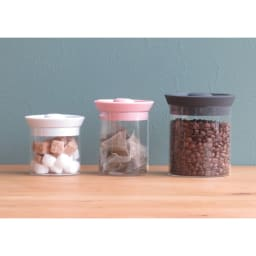シリコンリッドジャー SILICON LID JAR ガラス S ブラック Sサイズは一番左。角砂糖を入れて食卓へ