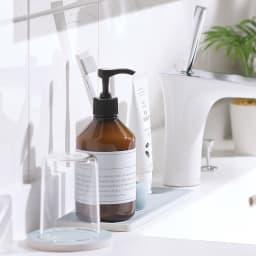 エコカラット 洗面トレー ホワイト 使用イメージ ※写真はお届けの色とは異なります。