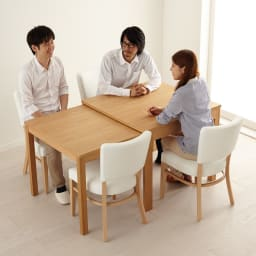 NobuII 伸長式スライディングテーブル ウォルナット材ダイニングテーブル 正方形幅85~143.5cm 人数が増えても、ひとりひとりのパーソナルスペースは充分。※画像は同型オークタイプです。