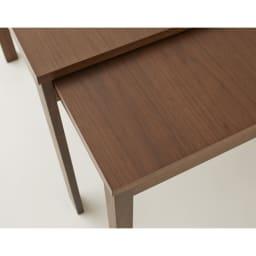 NobuII 伸長式スライディングテーブル ウォルナット材ダイニングテーブル 正方形幅85~143.5cm ウォルナットの特徴は、深いブラウン色と、さらに深い色での緩やかな木目模様。昔から高級材として重用されています。