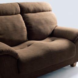 座ったまま眠ってしまうソファ ・幅147cm 長時間座っても疲れにくい。全身をゆったりと包み込み、ボリュームのある背もたれが腰を優しくサポート。座面はポケットコイル入りの本格仕様。