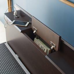 「美草」畳ガス圧収納ベッド 収納棚付きヘッドボードタイプ シングル ヘッドボードの棚に2口コンセント付き。