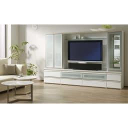 ラグジュアリー壁面TVボードシリーズ140<パモウナ VD-1400> (ア)パールホワイト シリーズ組み合わせ例。左から幅60両開きキャビネット、幅140バックボード付ハイテレビ台、幅40右開きキャビネット。