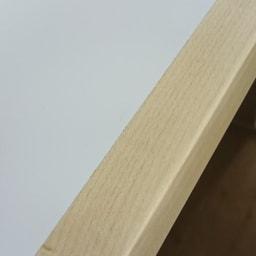隙間にしまえる折り畳みデスク パタン (イ)メープルデスク面の手前は高級感あるメープル天然木を施してあります。