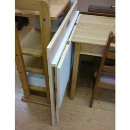 隙間にしまえる折り畳みデスク パタン 使わない時は机をたたみ収納出来ます。