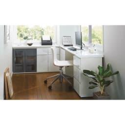 ギャラリー壁面収納 洗練デザインのリビングカウンター収納シリーズ 下台 扉タイプ 幅80cm [パモウナ YA-80] 組み合わせ次第でお部屋のスペースをデスク&収納スペースに。 (ウ)ホワイト ※組み合わせイメージです。