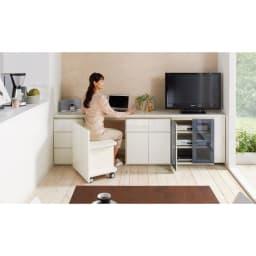 ギャラリー壁面収納 洗練デザインのリビングカウンター収納シリーズ 下台 扉タイプ 幅120cm [パモウナ YA-120] 組み合わせ次第でお部屋のスペースをデスク&収納スペースに。 (ウ)ホワイト ※組み合わせイメージです。