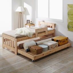 ひのきが香る天然木 親子すのこベッド 上下段親子ベッド 下段ベッドは大容量収納に。ストッパー付きキャスターでとても便利。