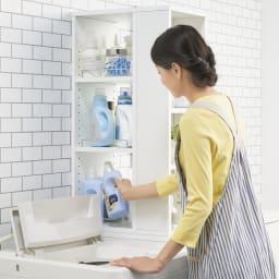 収納物が取り出しやすい3面オープンすき間収納庫 幅30cm (洗濯機側から)お洗濯の時は洗剤をサッと取り出して。