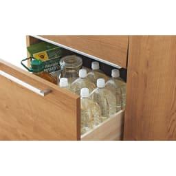 天然木調隠せる家電収納キッチンカウンター 奥行45.5cm 引き出しには2Lペットボトルも収納可能。