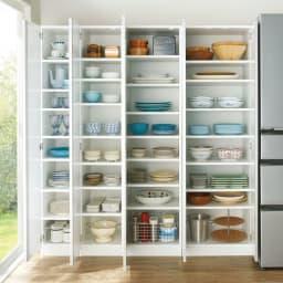 食器に合わせて選べる食器棚 幅75cm奥行42cm高さ180cm コーディネート例 ※写真は左から 幅30cmタイプ、幅35cmタイプ、幅45cmタイプ、幅55cmタイプです。