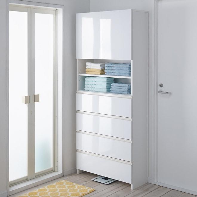 組立不要 スペースに合わせて奥行が選べるサニタリーチェスト 幅75奥行31cm 扉・引出しを閉じれば清潔感あふれる光沢感が際立ちます。